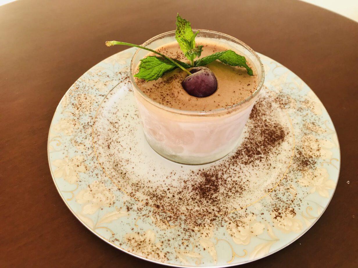 Παγωμένη μους σοκολάτας με βάση μπισκότου