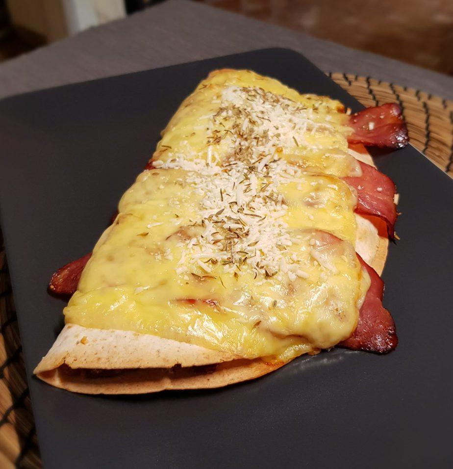 Ομελέτα με μανιτάρια και πιπεριές σε τορτίγια