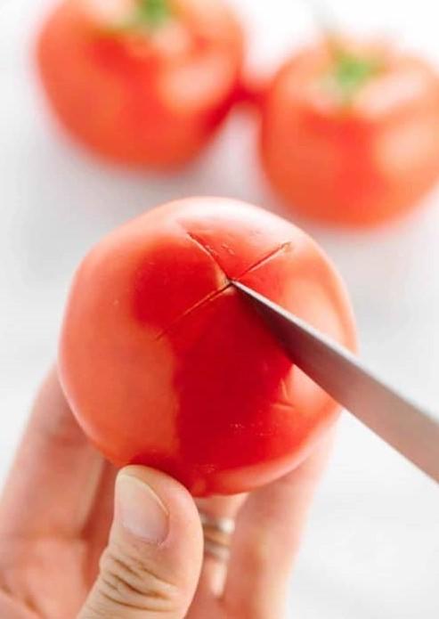 Πως αποφλοιώνουμε και ξε-σποριάζουμε τις τομάτες (Μπλανσάρισμα)