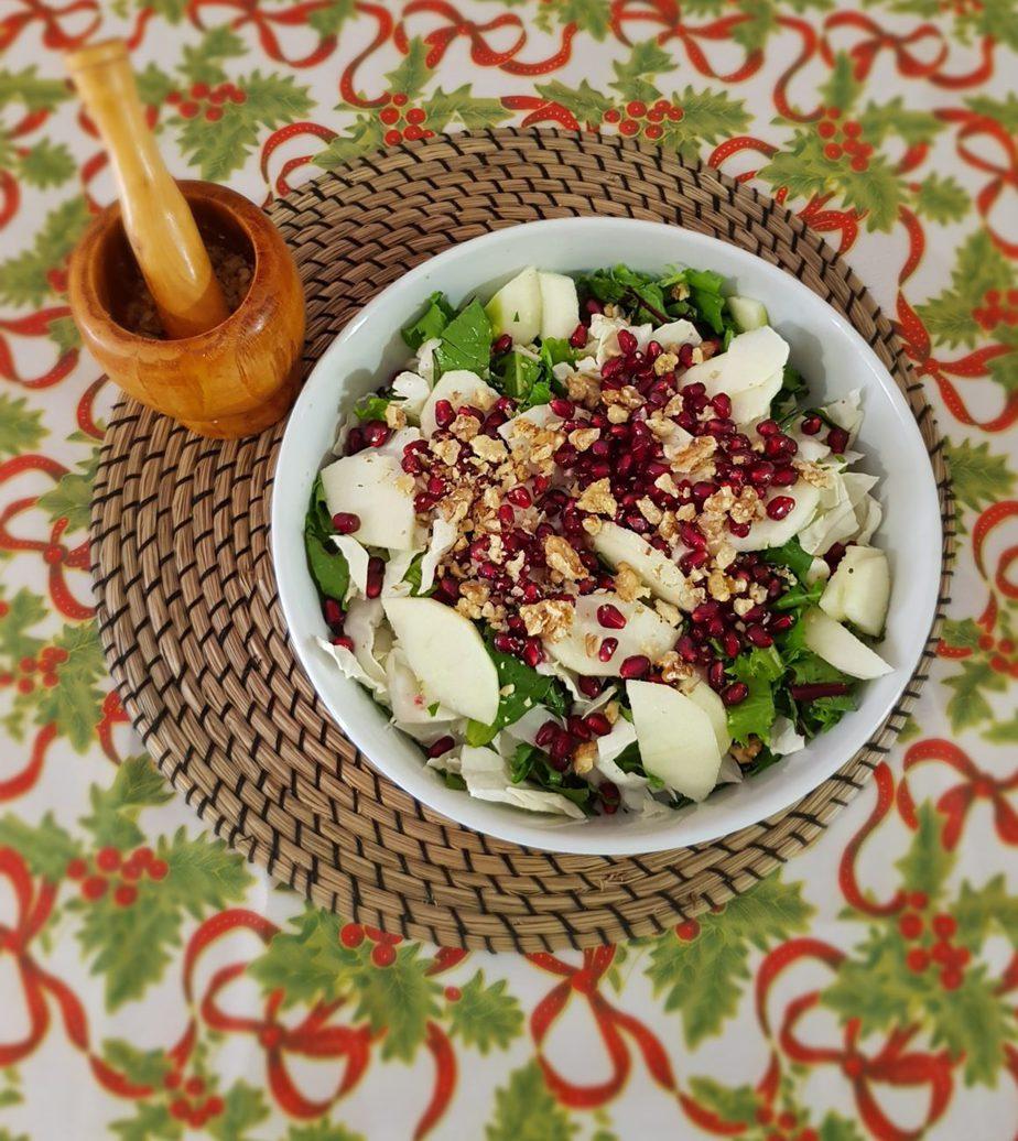 Σαλάτα με ρόδι, καρύδια και παρμεζάνα