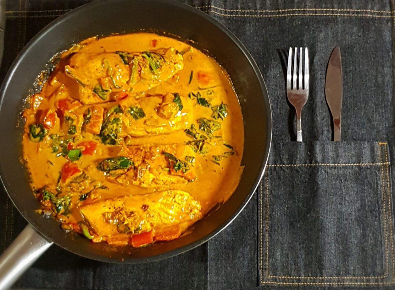 Σολομός σε σάλτσα κάρυ